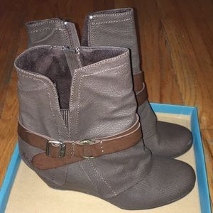 Blowfish brown booties - new